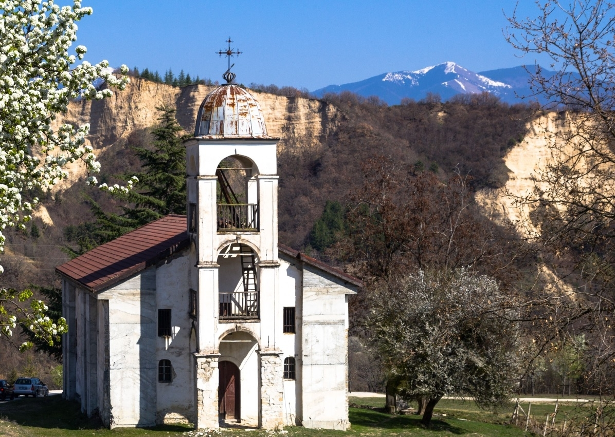 Старинна църква